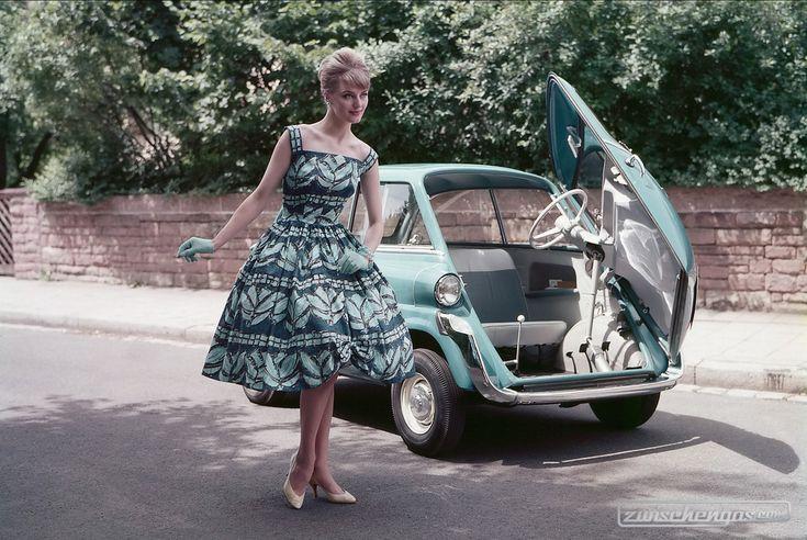 Der BMW 600 (1957) basiert auf der BMW Isetta Frauen und Autos: https://www.zwischengas.com/de/bildermagie/frauen?utm_content=buffer8eb63&utm_medium=social&utm_source=pinterest.com&utm_campaign=buffer Foto © Zwischengas Archiv