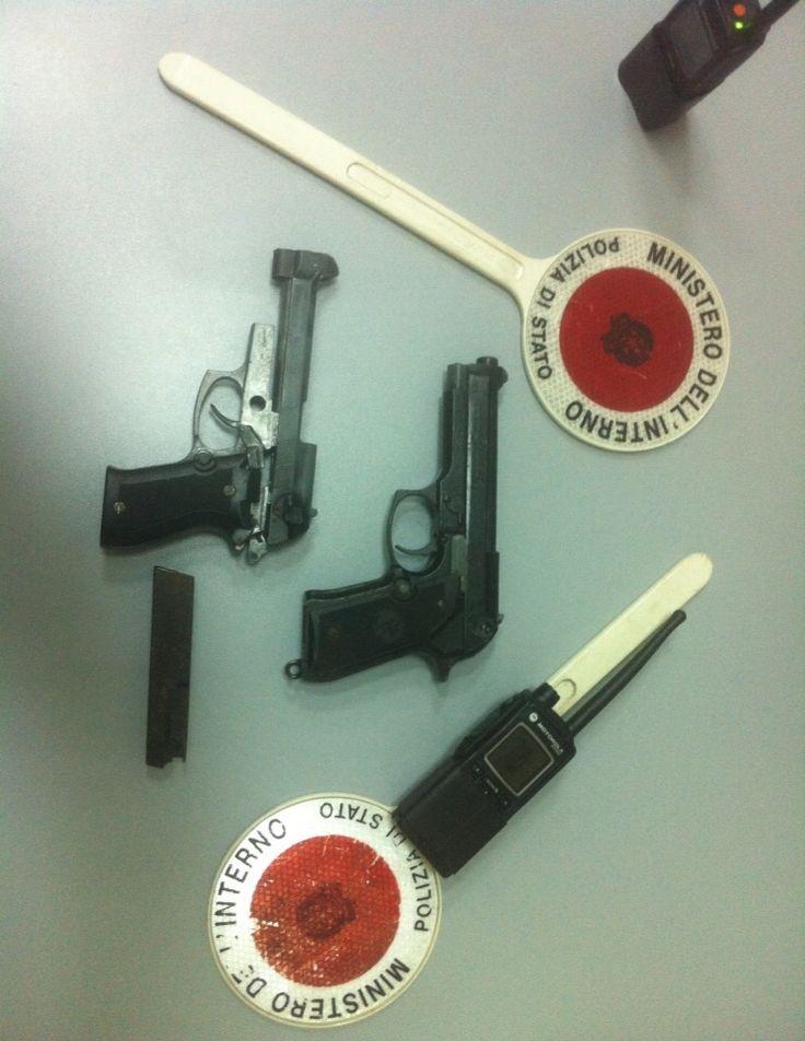 Napoli, 2 pistole ritrovate dalla Polizia di Stato in uno stabile abbandonato ai Quartieri Spagnoli | Report Campania