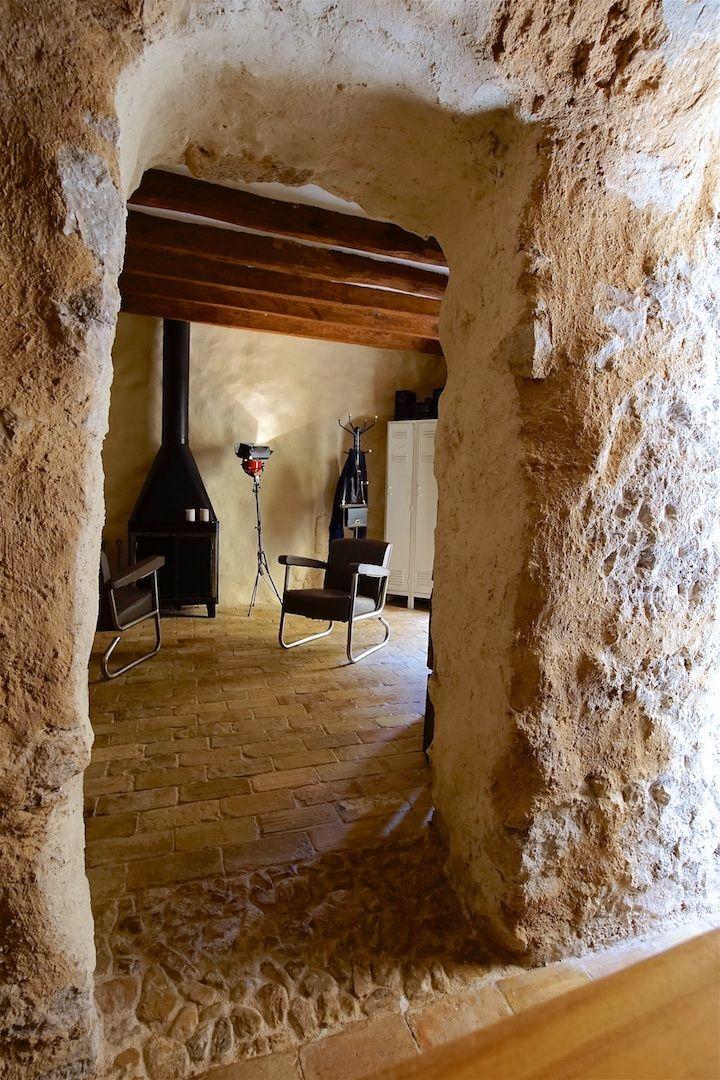 Salón con vigas antiguas originales de la casa, suelos de