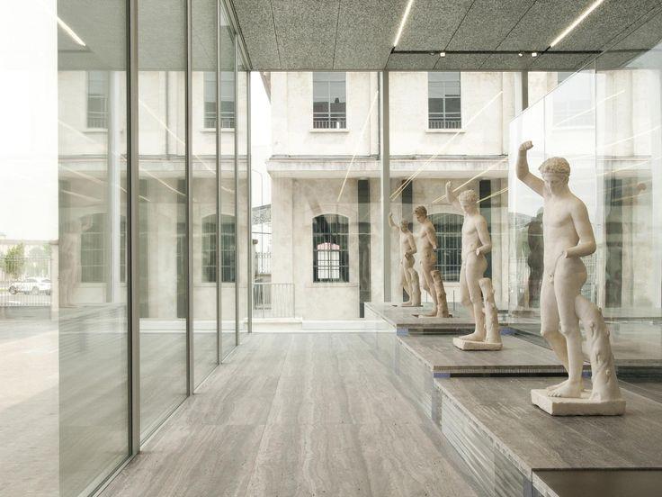 La Fondazione Prada ha aperto la sua nuova sede firmata dallo studio olandese OMA nella periferia a sud di Milano.
