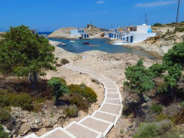 Η ονειρική παραλία με τα τιρκουάζ νερά και τη λευκή άμμο....