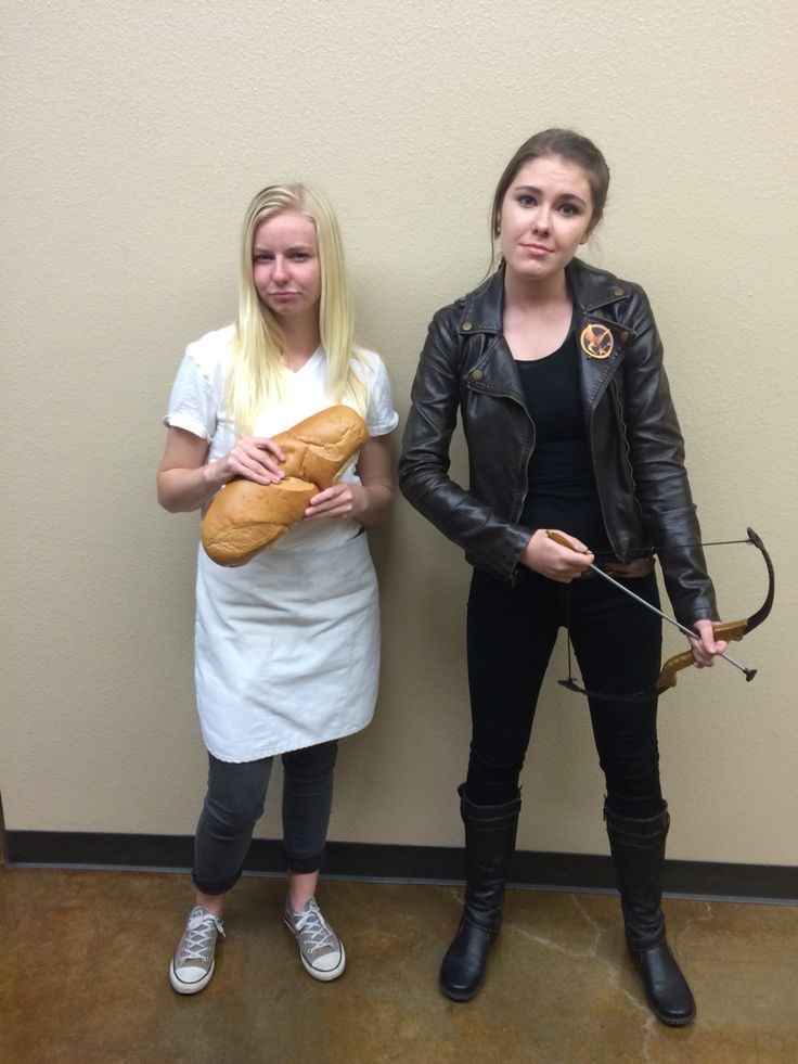 Dynamic duo couple outfit/costume: Katniss everdeen and Peeta mellark DIY