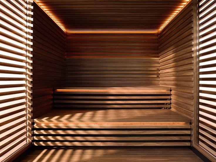 Die vorderen Seitenwände und die Front sind aus deckenhohem Glas und öffnen die #Sauna, die so vom einfallenden #Licht durchflutet wird. Der #Licht-Gestaltung wurde besonders viel Aufmerksamkeit geschenkt: Die Lichtquellen sind indirekt, in die Kanten der einladend großen Sitzstufen integriert - für den Betrachter verborgen. https://www.klafs.de/sauna/design-sauna-matteo-thun.html