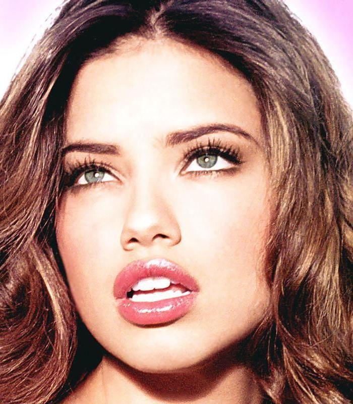 Adriana Lima- Beauty secrets - pink lip gloss