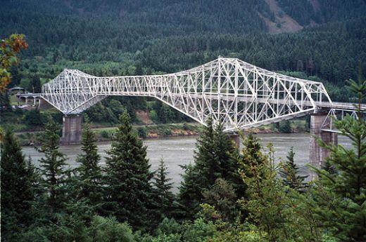 The Bridge of the Gods crosses the Columbia River