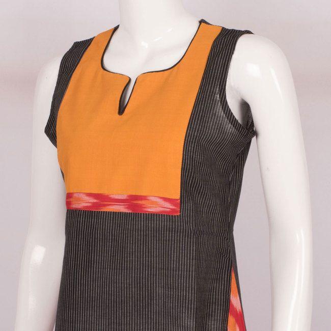 Hand Crafted Black Sleeveless Cotton Kurta With Ikat Block Prints 10013635 - AVISHYA.COM