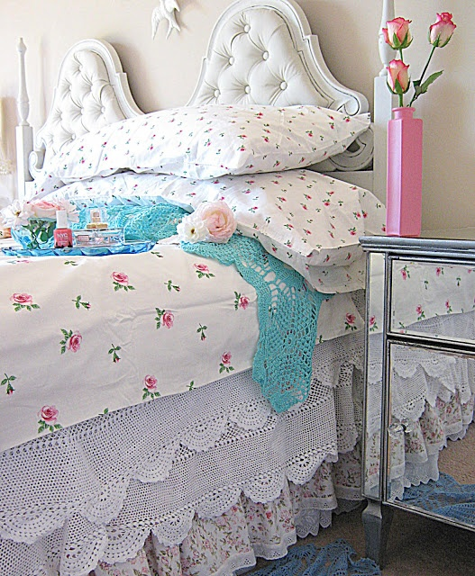 Pretty bedding & headboard...cottage chic bedroom...   Vintageandart: Road Trip