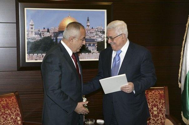 Le Premier ministre palestinien présente sa démission. En désaccord avec le président palestinien Mahmoud Abbas, le Premier ministre Salam Fayyad a présenté sa démission. Leur différend porte sur le départ du ministre des Finances, refusé par le premier mais accepté par le second.