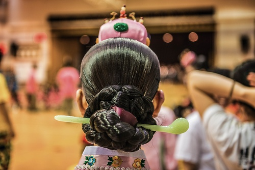 Jjokjin Meori (쪽진 머리) is probably the most classic Korean hairstyle, since the hairdo can be seen to this day. Jjokjin meori was for married women, formed by first parting and holding down the front part of the hair and then tying the hair into a bun in the back of the neck.
