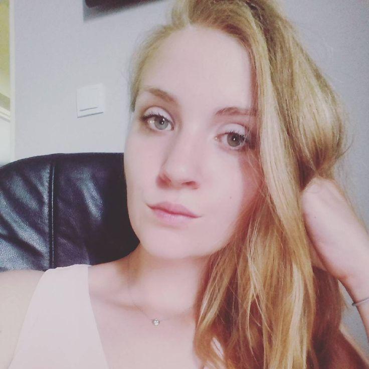 Kiedy w końcu Promotor okaże swoją łaskę i poświęci czas na sprawdzenie pracy, hmmm ������ #student #finanse #rachunkowość #mom #momofson #instamatka #blonde #pink #blueeyes #selfie #makeup http://butimag.com/ipost/1556442192535399385/?code=BWZl-1_gKvZ