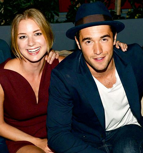 joshua bowman dating How much is joshua bowman worth in 2018 check out the actor his net worth,  net worth, salary, houses, cars + is he married, dating or gay wife, girlfriend.