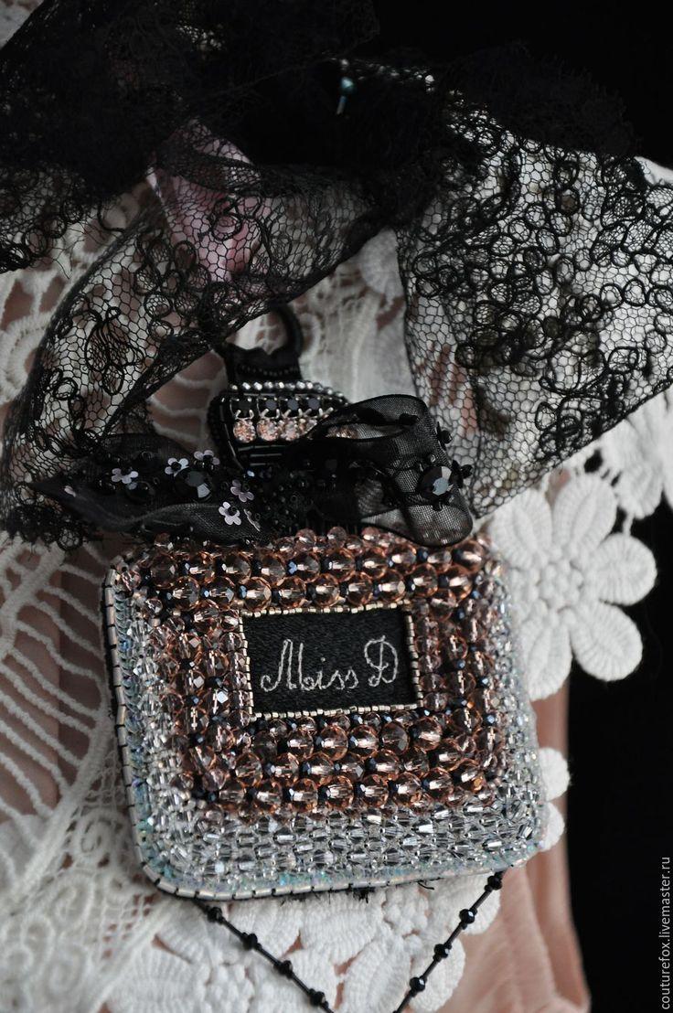 """Купить Подвеска """"Miss D"""" - черно-розовый, черный, персиково-розовый, духи, флакон духов"""