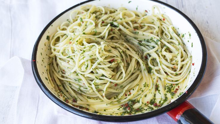 Spaghetti med sitron, chili, hvitløk og persille