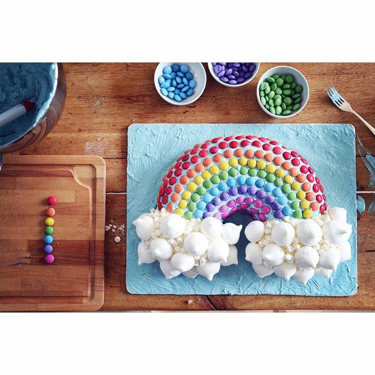 """(@gingerdiy) Gjorde en regnbågstårta till 4-åringens kalas med kusinerna idag🤗🌈 Sett varianter här på insta och…"""""""