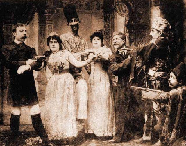 Santeos: Το ιδίωμα της Σαντάς στο θέατρο