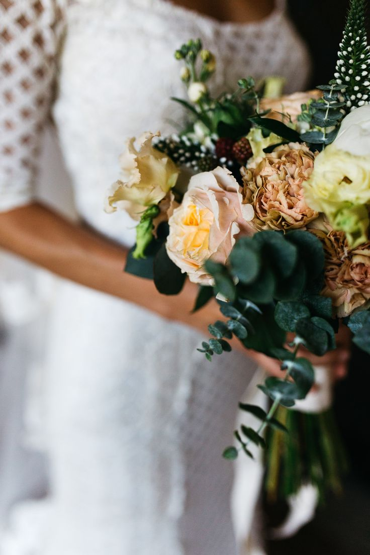 Peach Rose Bridal Bouquet - Stefano Santucci Photography | Italian Destination Wedding | Confetti a Colazione Wedding Planning | Luisa Beccaria Wedding Dress | Galateo Ricevimenti Catering | Jardin Divers Floristry