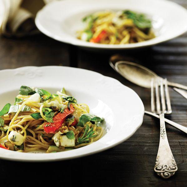 Spaghetti med lynstegte grøntsager og gorgonzola