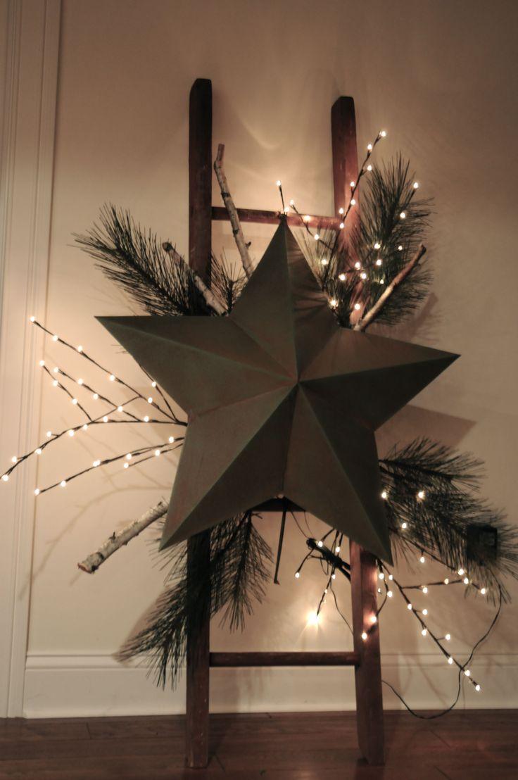 Idée de l'échelle décorée bien ; je mettrais une étoile d'une autre couleur, plus claire