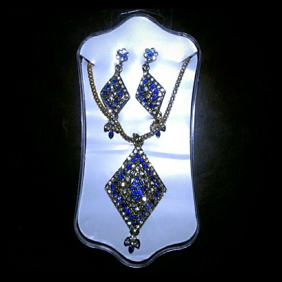 Fine fashions indian jewelry set - NWOT Brand New fashion pieces. Hand crafted in India. This set comes complete with earrings & necklace. Jewelry