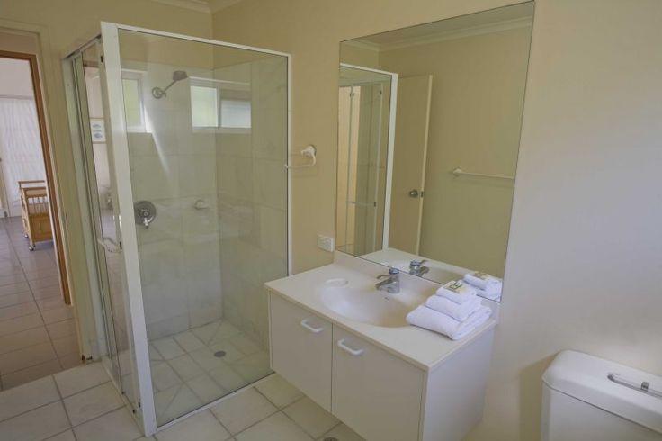 Noosa Quays - Apartment 11 Bathroom - Noosa Townhouse Accommodation