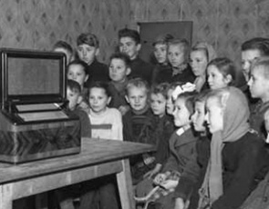 Kids listen to a speech of the Party First Secretary