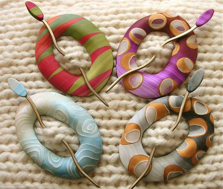 Bonnie Bishoff ring shawl pins - must be possible to do with large beaded shapes ...