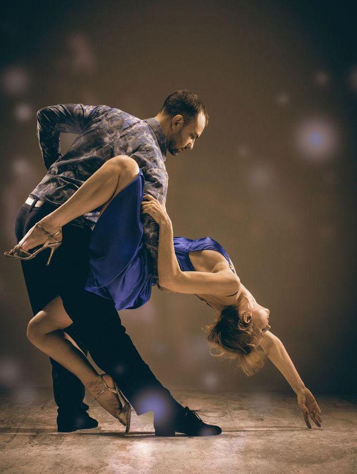 ¡5 tipos de bailes que puedes aprender para disfrutar en pareja!Practicar ciertos bailes juntos, les dará una oportunidad de olvidarse de las tareas domésticas...bailes que puedes aprender con tu pareja Check more at https://www.tuiris.com/mas/lifestyle/bailes-aprender-pareja/