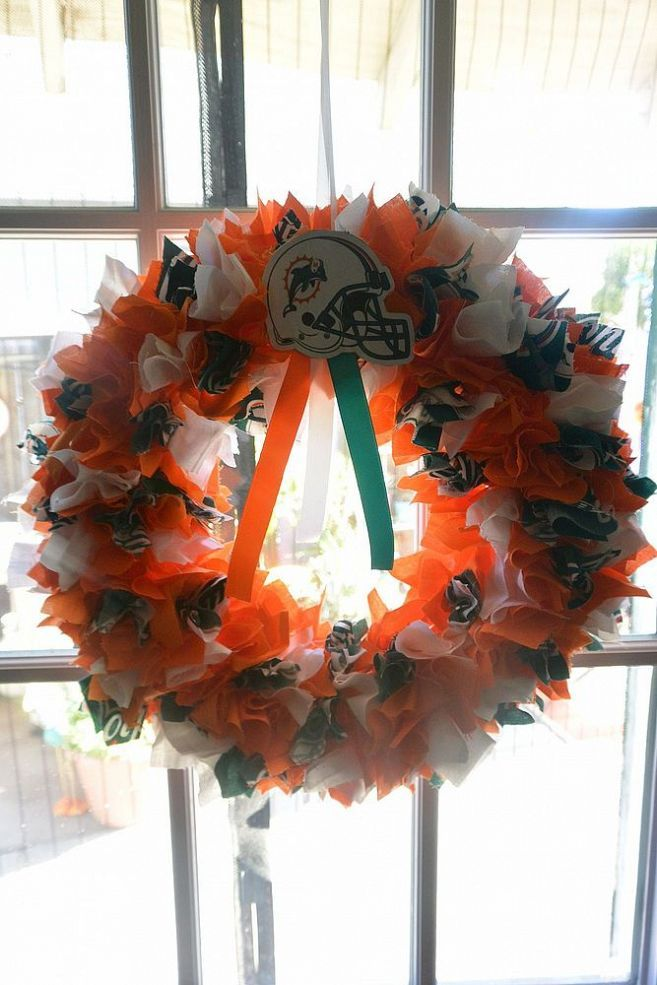 Making Some NFL Wreaths for the Family to Get the Season Started.