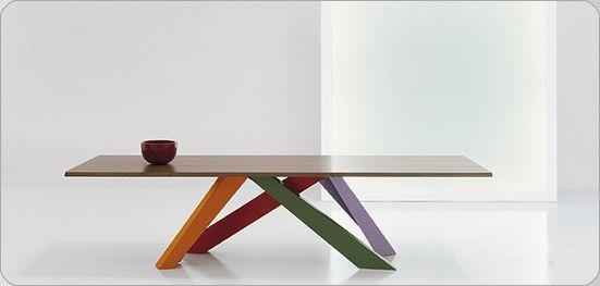 Bonaldo - big table - ik vind het mooi dat de tafelpoten niet op de hoeken staan