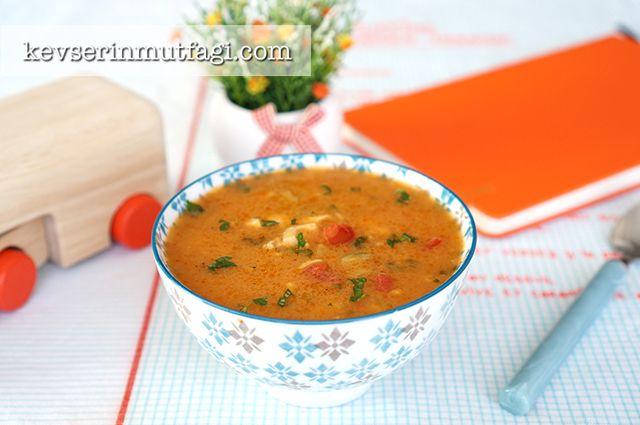 Tavuklu Tarhana Çorbası Tarifi Nasıl Yapılır? Kevserin Mutfağından Resimli Tavuklu Tarhana Çorbası tarifinin püf noktaları, ayrıntılı anlatımı, en kolay ve pratik yapılışı.