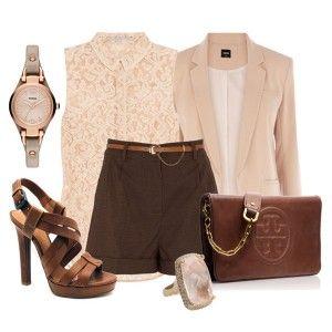 С чем носить коричневые босоножки: бежевая кружевная блузка, коричневые шорты, бежевый пиджак, кожаная сумка и аксессуары