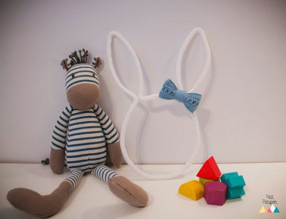 Tête de Lapin et son joli noeud / Laine et tricotin / Déco murale pour chambre enfant et bébé / Original et moderne / Fait main