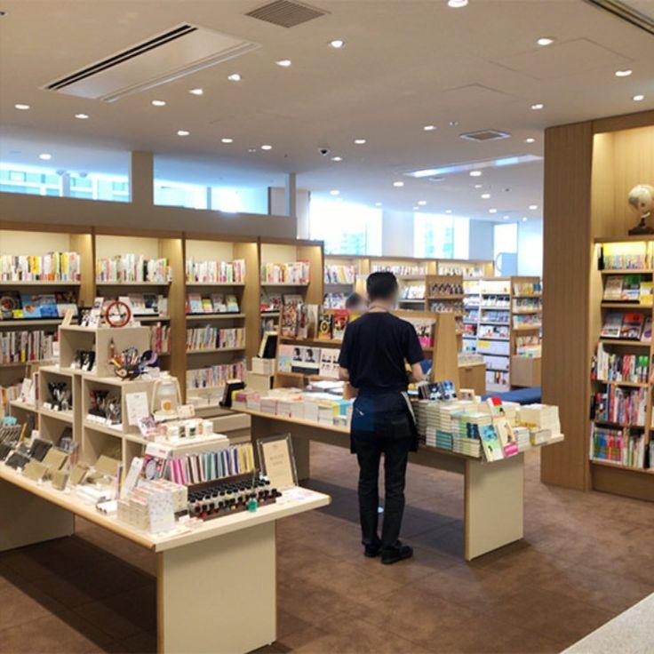 横浜市役所のブック カフェ Hamaru ハマル は2冊までならカフェに持ち込める ラクシスフロント2階 ブックカフェ カフェ 横浜