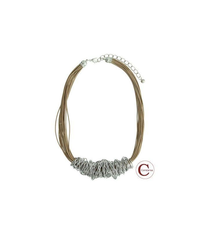 Lichtbruine koord halsketting met metalen draad element   Lengte van de halsketting is 52 cm   Constansa halskettingen