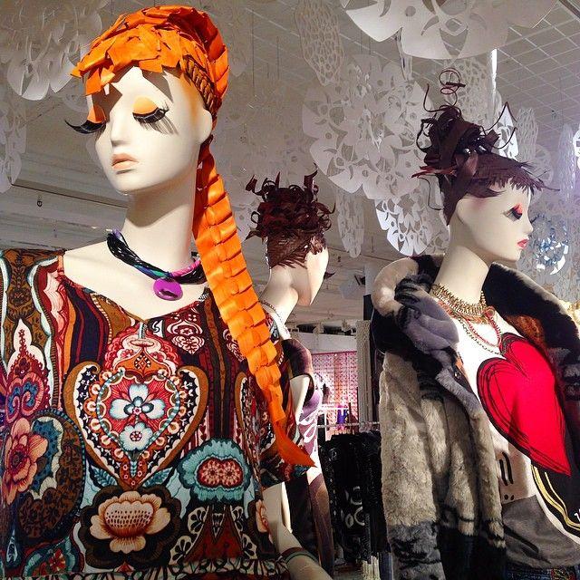 Vrah #mannequin #visualmerchandising #instore #display #windowdisplay #bcn #barcelona (em Desigual Worldwide Headquarters Barcelona)