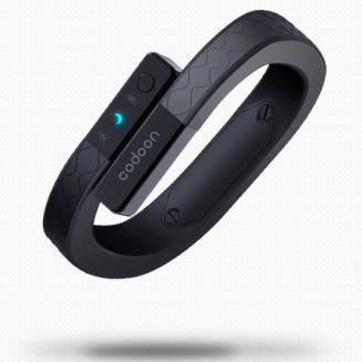 Le Bracelet intelligent Codoon est l'un des premiers gadget de haute technologie portable fabriqué par une entreprise chinoise. C'est également une copie presque parfaite du Jawbone UP. Comme le UP de Jawbone, le Codoon est destiné à être porté 24/7 pour surveiller votre activité et votre sommeil. Cette copie chinoise repr