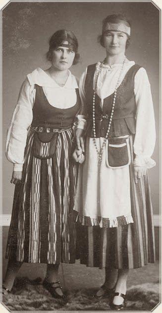 Valokuva Forssan Kansalaisopiston opistolaiskunnan albumista 1930-luvulta