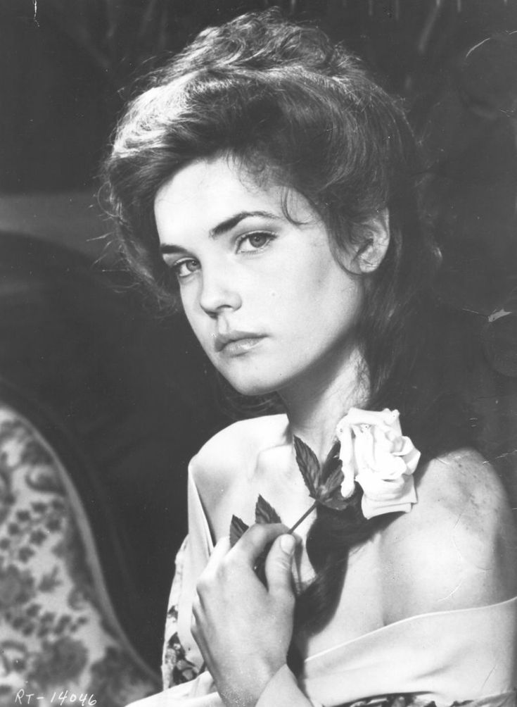 Elizabeth McGovern as 'Evelyn Nesbit' - 1981 - Ragtime - Director: Milos Forman - Photo by Dino De Laurentiis Company - @~ Mlle