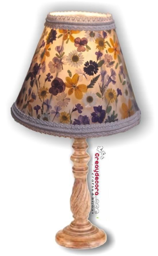 Decoramos una lámpara con flores secas | Aprender manualidades es facilisimo.com