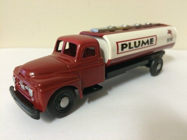 Micro Models International Truck. Chassis extended and tanker added.  Plume Mobile livery. Code 3. Model size 12.5cms eezra46@gmail.com