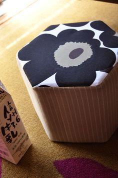 牛乳パックがインテリアに?牛乳パックをソファにDIY♡ - Locari(ロカリ)