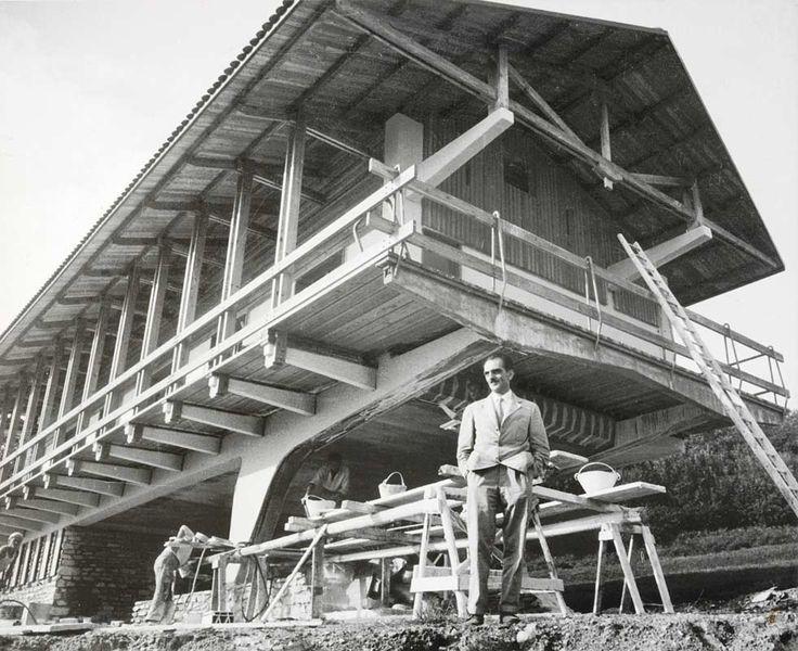 """Bald speist man wieder im Chalet – das Auktionshaus Christie's versteigert eine Essgruppe aus der """"K2 Villa"""" von Mollino."""