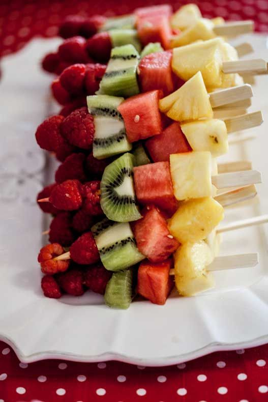 Fresh Fruit Skewers // healthy, simple and beautiful for spring and summer parties #kebab #appetizer #party
