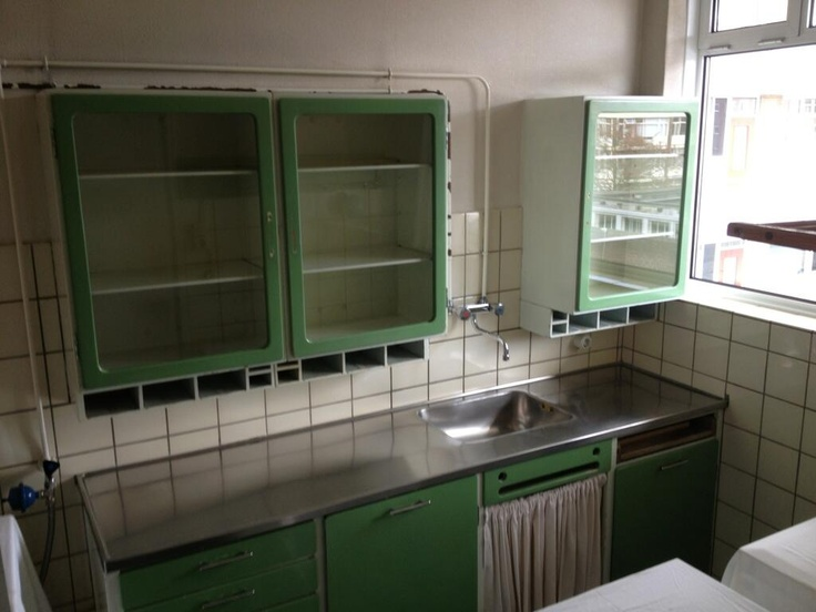 a 50 year old Bruynzeel-kitchen. Now we really appreciate the design