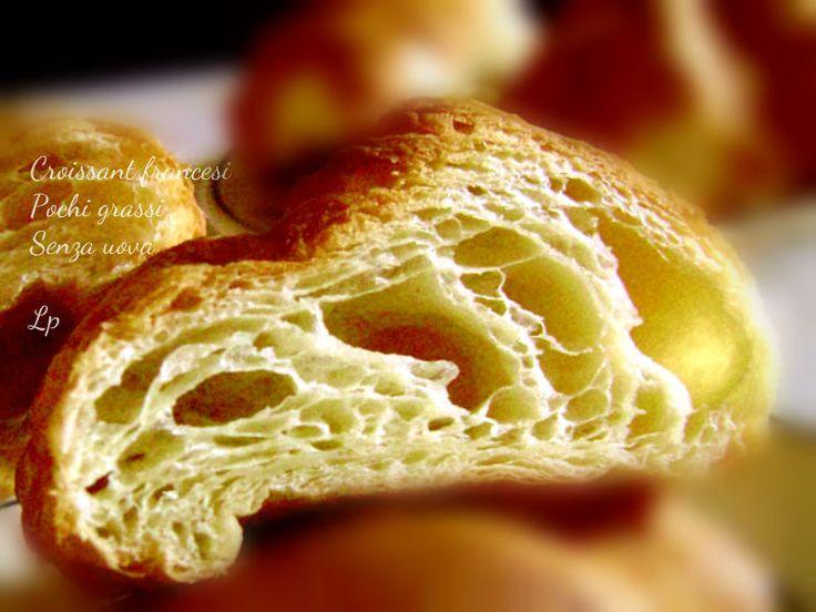 Croissant francesi con pochi grassi e senza uova! Soffici e deliziosi come gli originali, per le vostre dolci colazioni o per i vostri antipasti salati!
