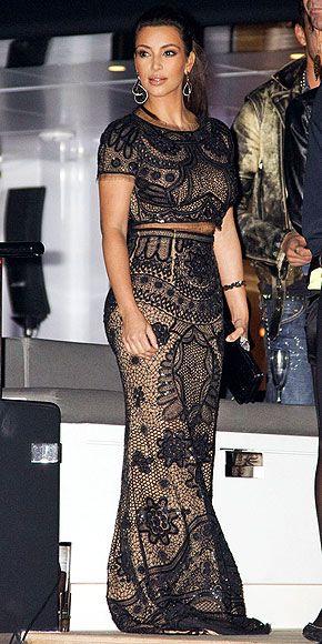 blusa curta e saia longa da Kim Kardashian