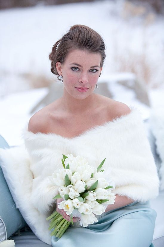 An elegant way of keeping warm for the wedding