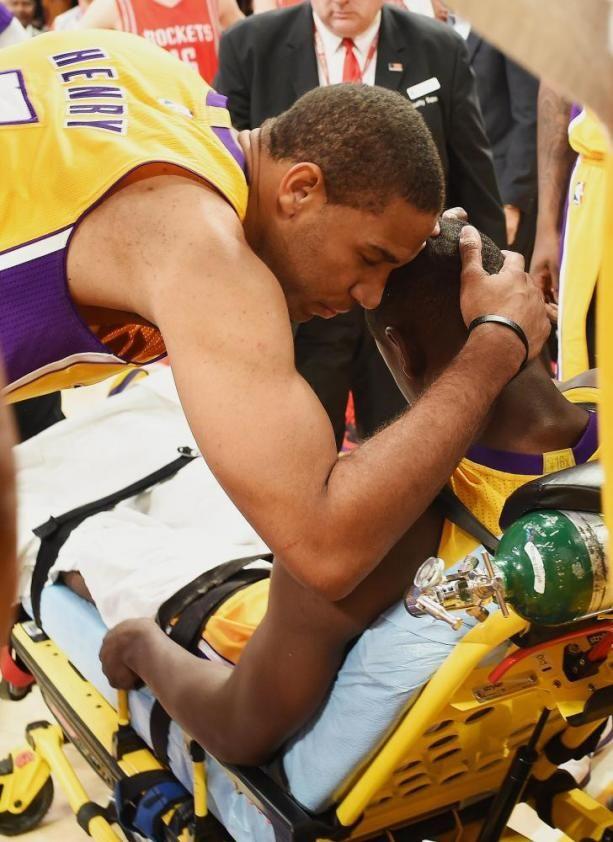 Julius Randle Fractures Tibia in 2014-15 NBA Season Opener - I4U News