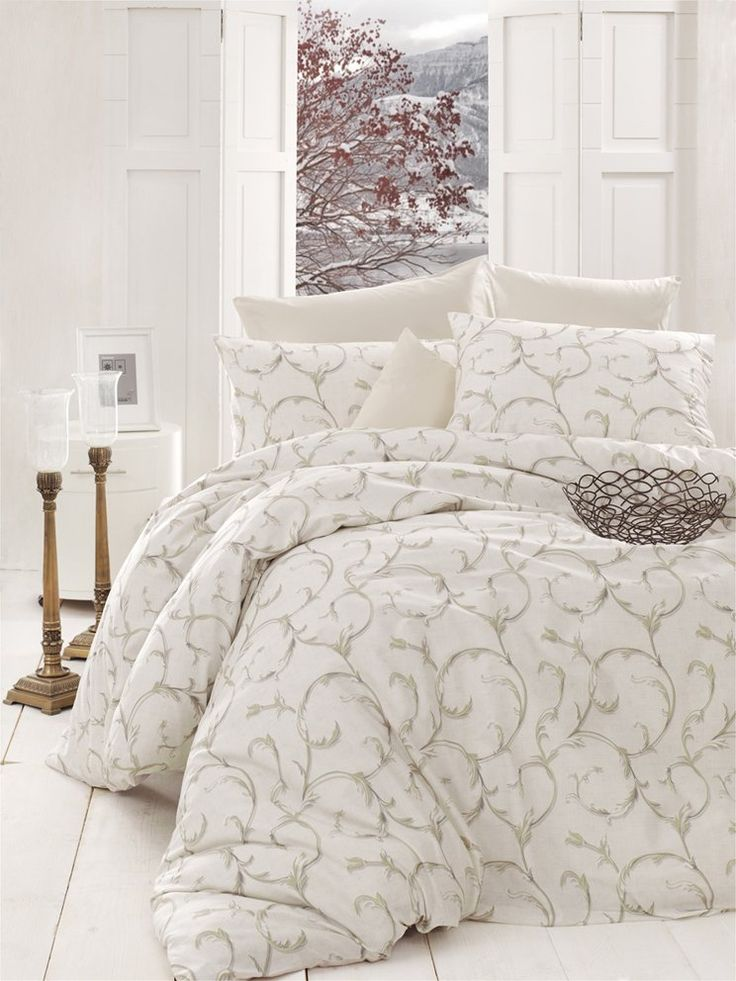 Povlečení Mabel je vhodné do každé ložnice díky dokonalé harmonii decentních barev, jemného vzoru a klasického stylu. Vzor povlečení je z obou stran stejný s jemnými ornamenty na smetanovém podkladě.