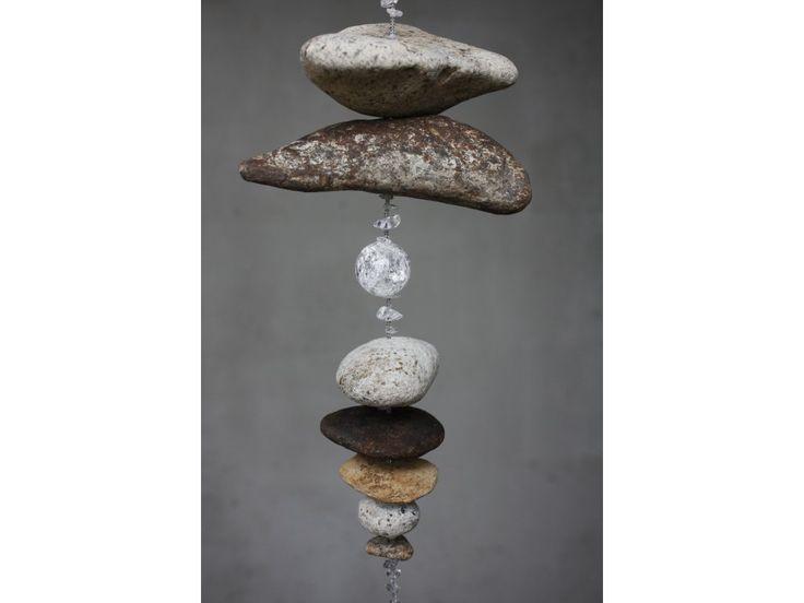 Říční kámen s křišťálem